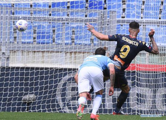 Genoa's Gianluca Scamacca (R) scores a goal during a Serie A football match between Lazio and Genoa in Rome, Italy, May 2, 2021. (Photo by Alberto Lingria/Xinhua)