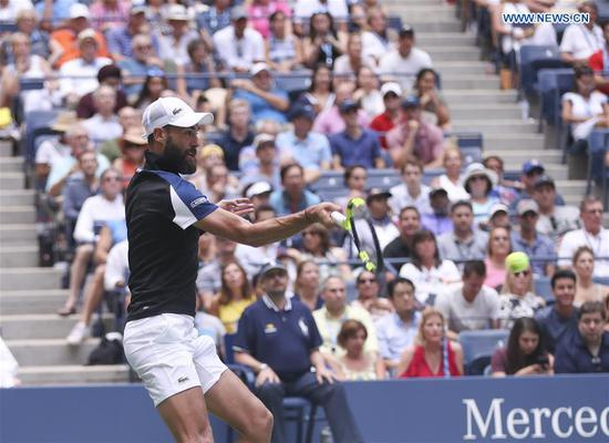 Benoit Paire of France hits a return during the men's singles second round match against Roger Federer of Switzerland at the 2018 US Open tennis Championships in New York, the United States, Aug. 30, 2018. Benoit Paire lost 0-3. (Xinhua/Wang Ying)