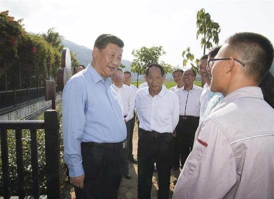 Chinese President Xi Jinping (L, front), also general secretary of the Communist Party of China Central Committee and chairman of the Central Military Commission, talks with Yuan Longping and other agricultural experts at a national seed production research base in south China's Hainan Province, April 12, 2018. Xi made an inspection tour in Hainan from Wednesday to Friday. (Xinhua/Li Xueren)