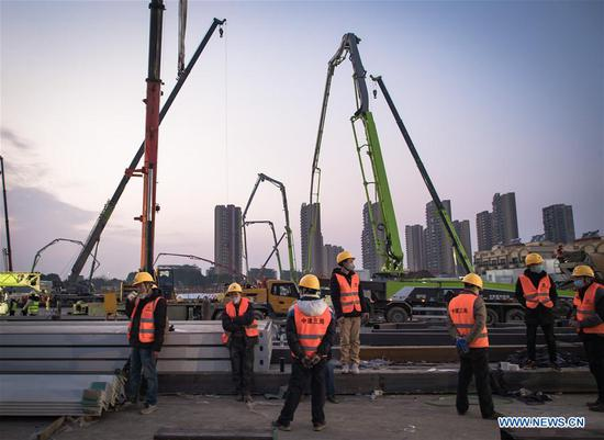 Photo taken on Jan. 28, 2020 shows the construction site of Huoshenshan Hospital in Wuhan, central China's Hubei Province. The construction of Huoshenshan Hospital, a makeshift hospital for treating patients infected with the novel coronavirus, is underway in Wuhan. (Xinhua/Xiao Yijiu)