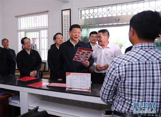 President Xi visits Three Gorges 'immigrants'in Hubei province