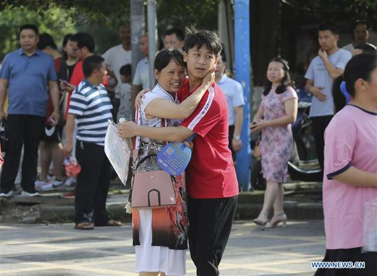 A mother cheers for his son at an exam venue at the No. 1 Middle School in Jingzhou County, central China's Hunan Province, June 7, 2019. China's national college entrance examination, or Gaokao, started Friday this year. (Xinhua/Liu Jiehua)