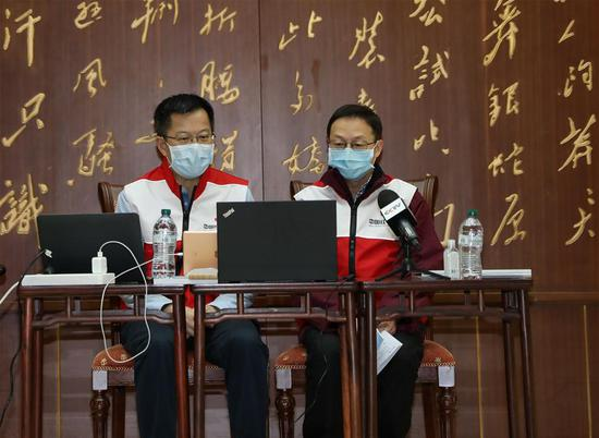 Chinese experts conduct video guidance for overseas Chinese and Chinese students studying in Italy, briefing them on the symptoms of the COVID-19, and prevention and treatment of the disease, in Rome, Italy, March 15, 2020. (Xinhua/Cheng Tingting)