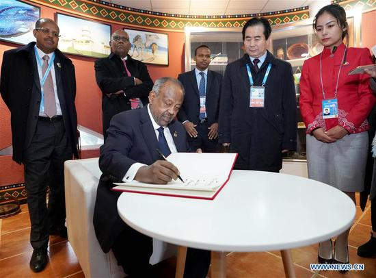 Djiboutian President Ismail Omar Guelleh writes an inscription after he visits the Djibouti Pavilion at the central Africa joint garden of the International Horticultural Exhibition 2019 Beijing, in Beijing, capital of China, April 28, 2019. (Xinhua/Wang Yuguo)