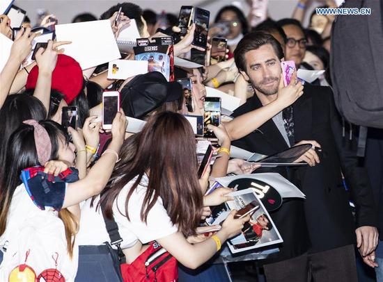 Actor Jake Gyllenhaal takes selfies with fans during a press conference of the film