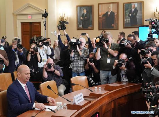 """美国驻欧盟大使说,有""""交换条件""""涉及乌克兰在众议院作证"""
