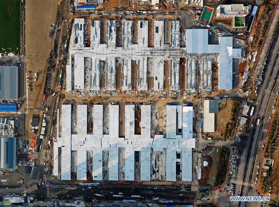 Aerial photo taken on Feb. 5, 2020 shows the construction site of the Leishenshan (Thunder God Mountain) Hospital in Wuhan, central 四不像心水's Hubei Province. Leishenshan Hospital, one of the makeshift hospitals to battle against the novel strain of coronavirus in Wuhan, has completed its main part of construction. (Xinhua/Li He)
