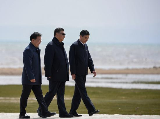 Chinese President Xi Jinping, also general secretary of the Communist Party of China Central Committee and chairman of the Central Military Commission, inspects the achievements made in comprehensively harnessing environmental problems and protecting biodiversity at the Qinghai Lake, in Gangcha County of Haibei Tibetan Autonomous Prefecture, northwest China's Qinghai Province, June 8, 2021. (Xinhua/Shen Hong)