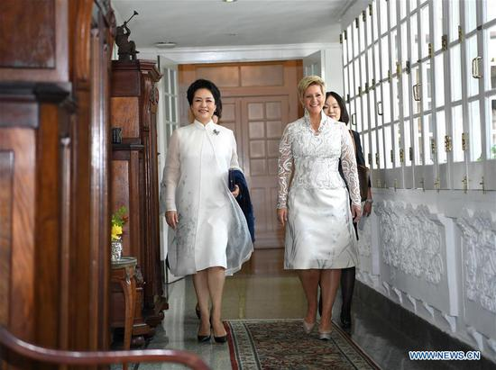 Peng Liyuan (L), wife of Chinese President Xi Jinping, and World Health Organization goodwill ambassador for tuberculosis and HIV/AIDS and UNESCO special envoy for the advancement of girls' and women's education, meets with Panamanian First Lady Lorena Castillo Garcia, a special ambassador for UNAIDS in Latin America, in Panama City, Panama, Dec. 3, 2018. Peng and Castillo jointly attended a publicizing activity on AIDS prevention and treatment on Monday. (Xinhua/Yan Yan)