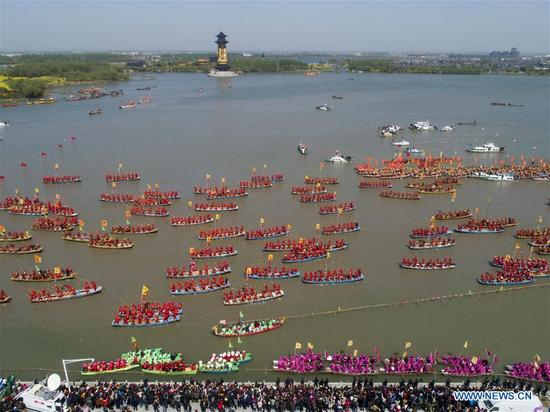 Boat team members attend the Qintong Boat Festival in Taizhou, east China's Jiangsu Province, April 8, 2018. The Qintong Boat Festival in Taizhou originated in China's Southern Song Dynasty (1127-1279 A.D.) as a ceremony to commemorate war victims around the Qingming Festival. Nowadays, this tradition is well preserved and promoted, offering spectators a view of the gathering of hundreds of boats. (Xinhua/Xu Jingbai)