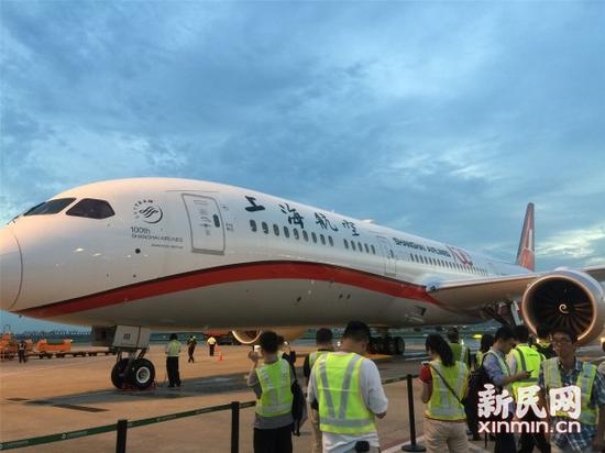 U.S. aircraft giant Boeing Company delivered its first 787-9 Dreamliner passenger jet to Shanghai Airlines late Friday as the Chinese carrier looks to upgrade its regional and long-range service from its base in China's largest city.