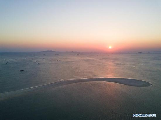 Aerial photo taken on Oct. 4, 2018 shows a coastal sandbar at dusk in Tangdong Village of Jinjing Town, Jinjiang, southeast China's Fujian Province. Protruding two kilometers into the sea, this sandbar takes shape under the influence of coastal tides and winds. (Xinhua/Song Weiwei)