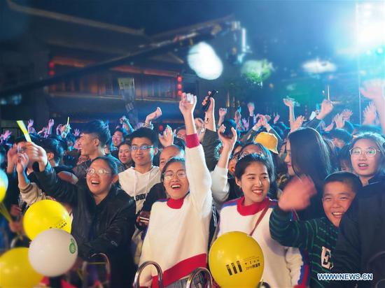 Music enthusiasts are seen in Jimo ancient town during a folk song festival in Qingdao City, east China's Shandong Province, May 1, 2019. The folk song festival opened on May 1 and runs until August 31. More than 30 groups of musicians from at home and abroad will participate in a series of musical activities. (Xinhua/Ning Youpeng)