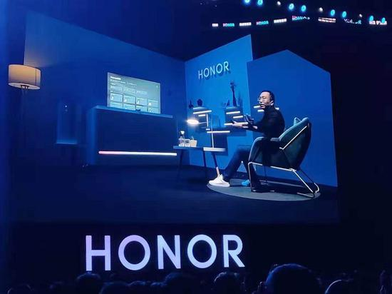Zhao Ming, Honor's president, explains the features of the Honor Vision, Huawei's first smart TV.