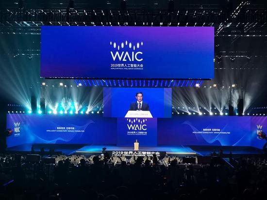 Shanghai Party Secretary Li Qiang makes a speech at the opening of the World Artificial Intelligence Conference 2019.
