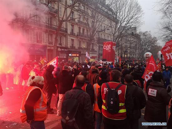 法国全国罢工挑战马克龙养老金改革 6