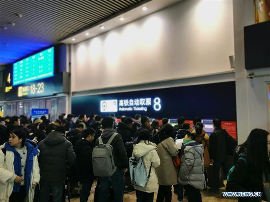Mobile photo shows passengers queueing up at Beijing South Railway Station in Beijing, capital of China, Jan. 10, 2020. There will be three billion trips during the travel rush from Jan. 10 to Feb. 18 for family reunions and travel, slightly up from that of last year, according to a forecast from the National Development and Reform Commission (NDRC). (Xinhua/Ma Yan)