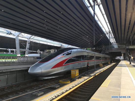 Mobile photo shows a bullet train at Beijing West Railway Station in Beijing, capital of China, Jan. 10, 2020. There will be three billion trips during the travel rush from Jan. 10 to Feb. 18 for family reunions and travel, slightly up from that of last year, according to a forecast from the National Development and Reform Commission (NDRC). (Xinhua/Ding Jing)