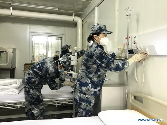 Medical staff test facilities and make the bed at Huoshenshan (Fire God Mountain) Hospital to make final preparations to admit patients infected with the novel coronavirus in Wuhan, central China's Hubei Province, Feb. 3, 2020. (Xinhua)