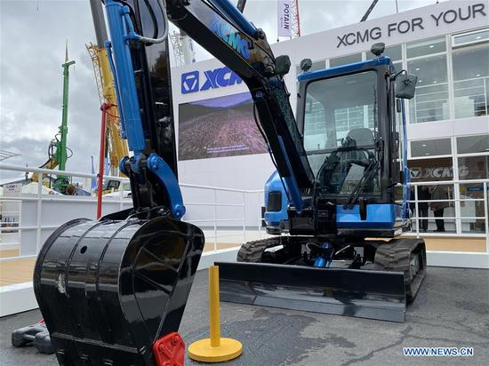 The XE35U-E, China's XCMG's all-electric excavator, is exhibited at the 2020 CONEXPO-CON/AGG in Las Vegas, the United States, on March 11, 2020. At the 2020 CONEXPO-CON/AGG exposition for construction and agricultural equipment, currently running in Las Vegas until Saturday, China's leading manufacturer, XCMG, unveiled the industry's first all-electric excavator, the XE35U-E. (Xinhua/Huang Heng)