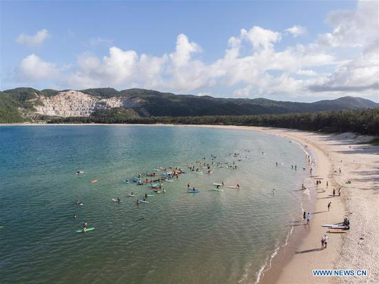 Aerial photo taken on June 27, 2020 shows people relaxing in the sea in Sanya, south China's Hainan Province. (Xinhua/Zhang Liyun)