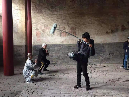 Laurence J. Brahm (2nd L) practices kung fu with Shi Deyang (1st L), the 31st lineage holder of Shaolin kung fu, at the Shaolin Temple in central China's Henan Province in October 2019. (Photo provided by Laurence J. Brahm)