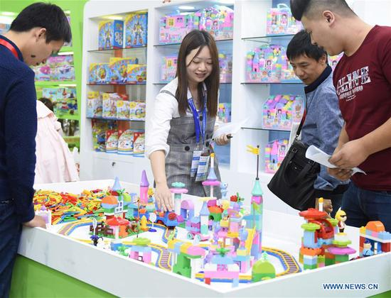 Visitors look at new toy products during the 30th Guangzhou International Toy & Hobby Fair at PWTC Expo in Guangzhou, south China's Guangdong Province, April 8, 2018. Nearly 4,000 exhibitors will showcase their latest toy and hobby products during the three-day event which opened here on Sunday. (Xinhua/Lu Hanxin)