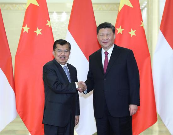 Chinese President Xi Jinping (R) meets with Indonesian Vice President Jusuf Kalla, who is here to attend the Second Belt and Road Forum for International Cooperation, in Beijing, capital of China, April 25, 2019. (Xinhua/Wang Ye)