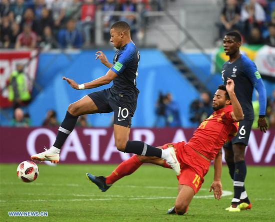 Kylian Mbappe (L) of France vies with Moussa Dembele (C) of Belgium during the 2018 FIFA World Cup semi-final match between France and Belgium in Saint Petersburg, Russia, July 10, 2018. (Xinhua/Li Ga)