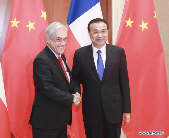 Chinese Premier Li Keqiang (R) meets with Chilean President Sebastian Pinera at the Diaoyutai State Guesthouse in Beijing, capital of China, April 24, 2019. (Xinhua/Pang Xinglei)