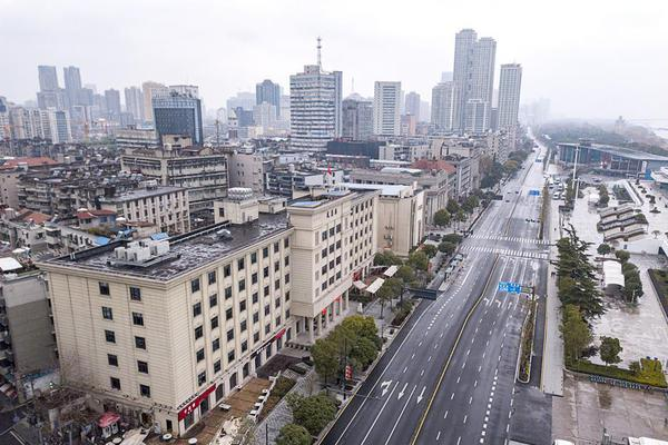 Wuhan residents reduce or avoid outdoor activities during Spring Festival holiday