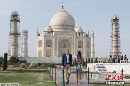 information of taj mahal in english Taj mahal is regarded as one of the eight wonders of the world, and some western historians have noted that it's architectural beauty has never been surpassed.