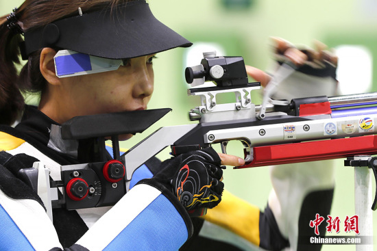Women's 10m air rifle participant Du Li was expected to win the first gold medal at the Rio Olympics. (Photo/Chinanews.com)