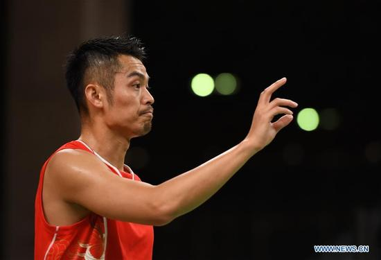 China's Lin Dan reacts during a men's singles group play stage match of Badminton against Vietnam's Nguyen Tien Minh at the 2016 Rio Olympic Games in Rio de Janeiro, Brazil, on Aug. 14, 2016. Lin Dan won 2-0. (Xinhua/Yin Bogu)