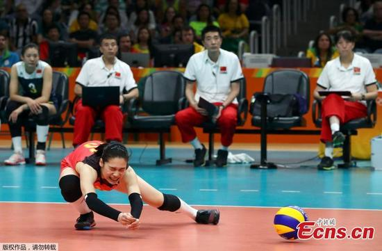 A Chinese volleyball player competes in the quarterfinal match against Brazil at the Olympic Games in Rio de Janeiro, Brazil, Aug. 16, 2016. The younger Chinese team outplayed their more experienced opponents 15-25 25-23 25-22 22-25 15-13 and went through to the semi-finals where they will face the Netherlands. (Photo/Agencies)