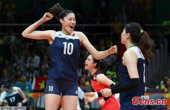 China's women volleyball players celebrate after upsetting Brazil in a five-set battle at the Olympic Games in Rio de Janeiro, Brazil, Aug. 16, 2016. The younger Chinese team outplayed their more experienced opponents 15-25 25-23 25-22 22-25 15-13 and went through to the semi-finals where they will face the Netherlands. (Photo/Agencies)