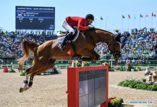 Germany's Daniel Deusser competes during the jumping team of Equestrian at the 2016 Rio Olympic Games in Rio de Janeiro, Brazil, on Aug. 17, 2016. Germany won the bronze medal. (Xinhua/Liu Dawei)