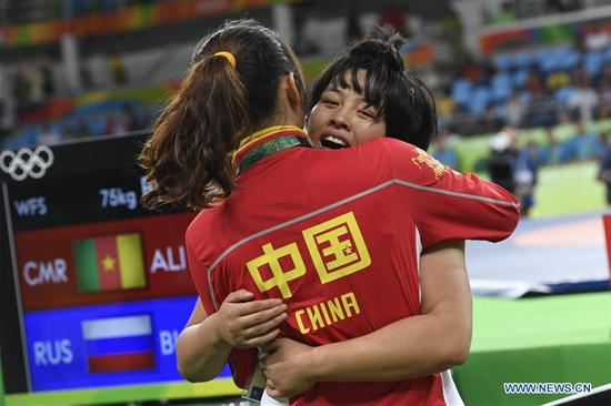 China's Zhang Fengliu (R) celebrates after the women's freestyle 75kg bronze medal match of Wrestling against Belarus's Vasilisa Marzaliuk at the 2016 Rio Olympic Games in Rio de Janeiro, Brazil, on Aug. 18, 2016. Zhang Fengliu won the bronze medal. (Xinhua/Wu Wei)