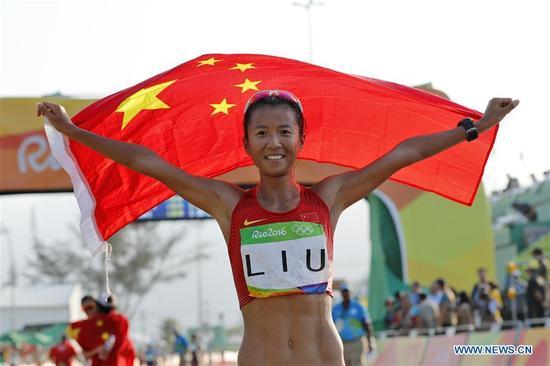 China's Liu Hong celebrates after the women's 20KM race walk at the 2016 Rio Olympic Games in Rio de Janeiro, Brazil, on Aug. 19, 2016. Liu Hong won the gold medal. (Xinhua/Shen Bohan)