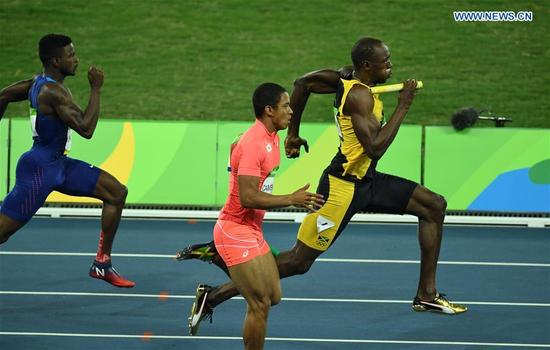 Jamaica's Usain Bolt (1st, R) sprints during the men's 4x100m relay final of Athletics at the 2016 Rio Olympic Games in Rio de Janeiro, Brazil, on Aug. 19, 2016. Jamaica won the gold medal. (Xinhua/Yin Bogu)