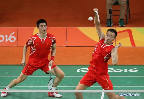 China's Zhang Nan (R) and Fu Haifeng compete during the men's doubles badminton gold medal match against Malaysia's Goh V Shem and Tan Wee Kiong at the 2016 Rio Olympic Games in Rio de Janeiro, Brazil, on Aug. 19, 2016. Zhang Nan and Fu Haifeng won the gold medal. (Xinhua/Meng Yongmin)