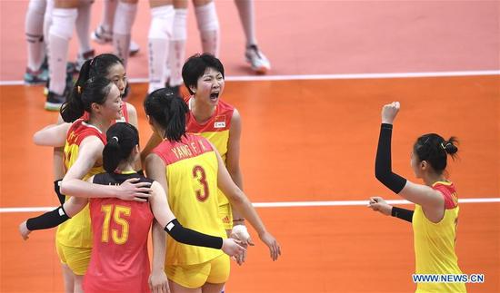 China's players celebrate during the women's gold medal match of Volleyball against Serbia at the 2016 Rio Olympic Games in Rio de Janeiro, Brazil, on Aug. 20, 2016. China won the gold medal. (Xinhua/Wang Peng)