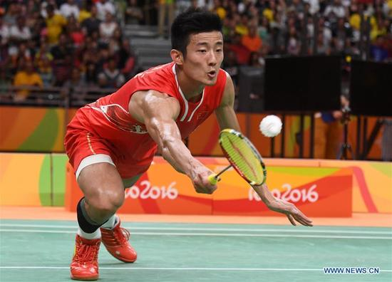 China's Chen Long competes during the men's singles gold medal match of badminton between China's Chen Long and Malaysia's Lee Chong Wei at the 2016 Rio Olympic Games in Rio de Janeiro, Brazil, on Aug. 20, 2016. Chen took the title of the event after beating Lee 2-0. (Xinhua/Lui Siu Wai)
