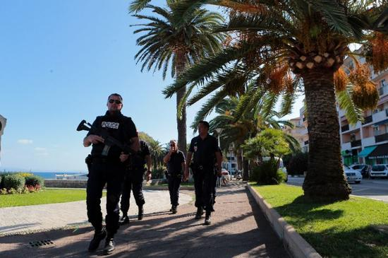 French policemen patrol at the trottel beach in Ajaccio on the French Mediterranean island of Corsica (AFP Photo/Pascal Pouchard-Casabianca)