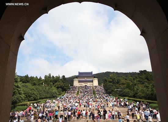 Tourists visit the Sun Yat-sen Mausoleum in Nanjing, capital of east China's Jiangsu Province, Oct. 3, 2016. Altogether 593 million people visited tourist attractions around the country and spent 482.2 billion yuan (about 72.3 billion U.S. dollars) during this year's National Day holiday, up 12.8 percent and 14.4 percent respectively year on year, according to the China National Tourism Administration. (Photo/Xinhua)