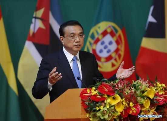 Chinese Premier Li Keqiang delivers a keynote speech at the opening ceremony of the 5th Ministerial Conference of the Forum for Economic and Trade Cooperation between China and Portuguese-speaking countries, in Macao, south China, Oct. 11, 2016. (Xinhua/Ju Peng)