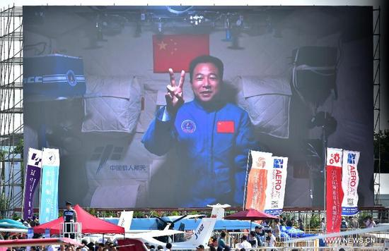 Photo taken on Nov. 1, 2016 shows a screen broadcasting Chinese astronaut Jing Haipeng sends his best wishes from the space lab Tiangong-2 to the on-going11th China International Aviation and Aerospace Exhibition in Zhuhai, south China's Guangdong Province. The exhibition runs fromTuesday to Sunday in Zhuhai. (Xinhua/Liang Xu)