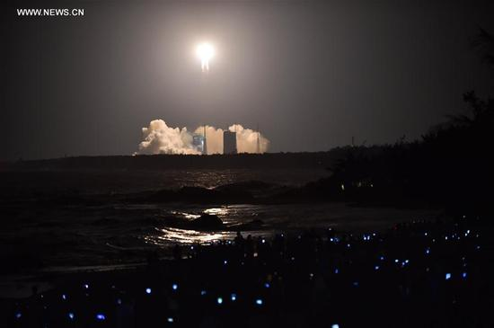 China's newly-developed heavy-lift carrier rocket Long March-5 blasts off from Wenchang Space Launch center in south China's Hainan province, Nov. 3, 2016. China on Thursday successfully launched Long March-5 carrier rocket in Wenchang. (Xinhua/Guo Cheng)
