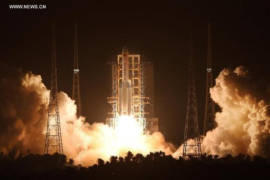 China's brand-new heavy-lift carrier rocket Long March-5 blasts off from Wenchang Space Launch center in south China's Hainan province, at 8:43 p.m. Beijing time, Nov. 3, 2016. (Xinhua/Li Gang)