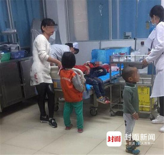 Injured children were sent to hospital.